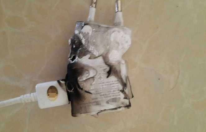 手机充电器起火