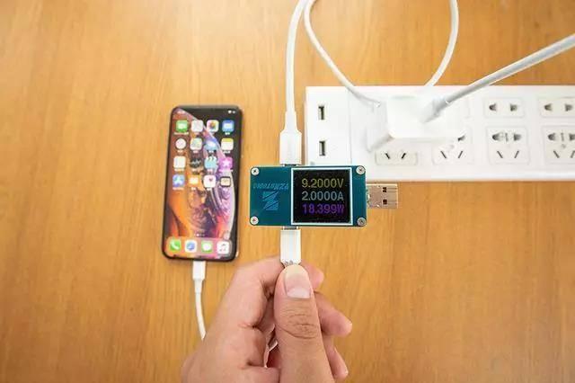 实测PD18W/30W/65W充电器给iPhone xs充电快慢对比