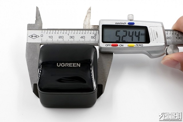 绿联65W氮化镓充电器表面尺寸
