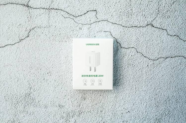 绿联小金刚PD20W快充开箱:iPhone12最佳充电搭档